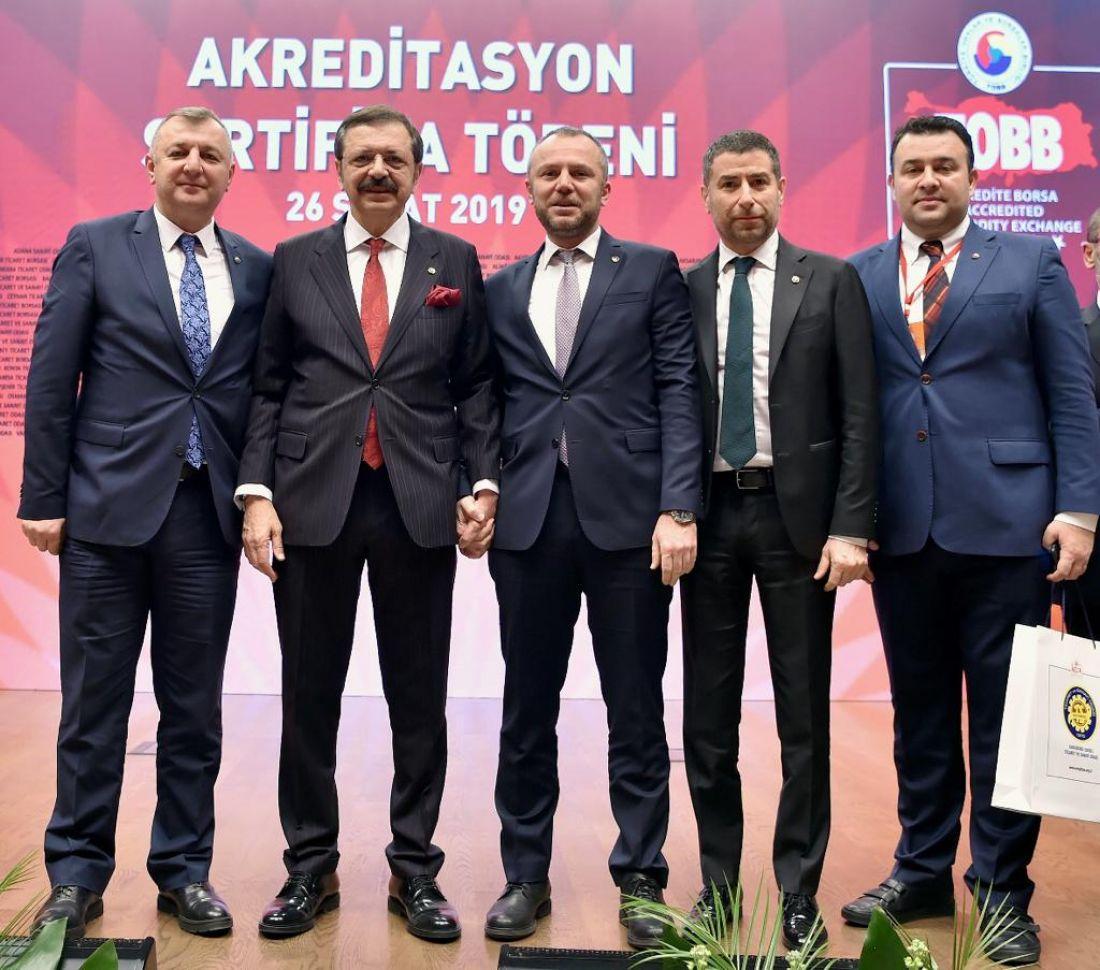 Arslan Keleş Göreve gelinen günden bugüne kadar yapılan faaliyetleri ve hizmetleri M.Rıfat Hisarcıklıoğlu'na rapor halinde sundu.