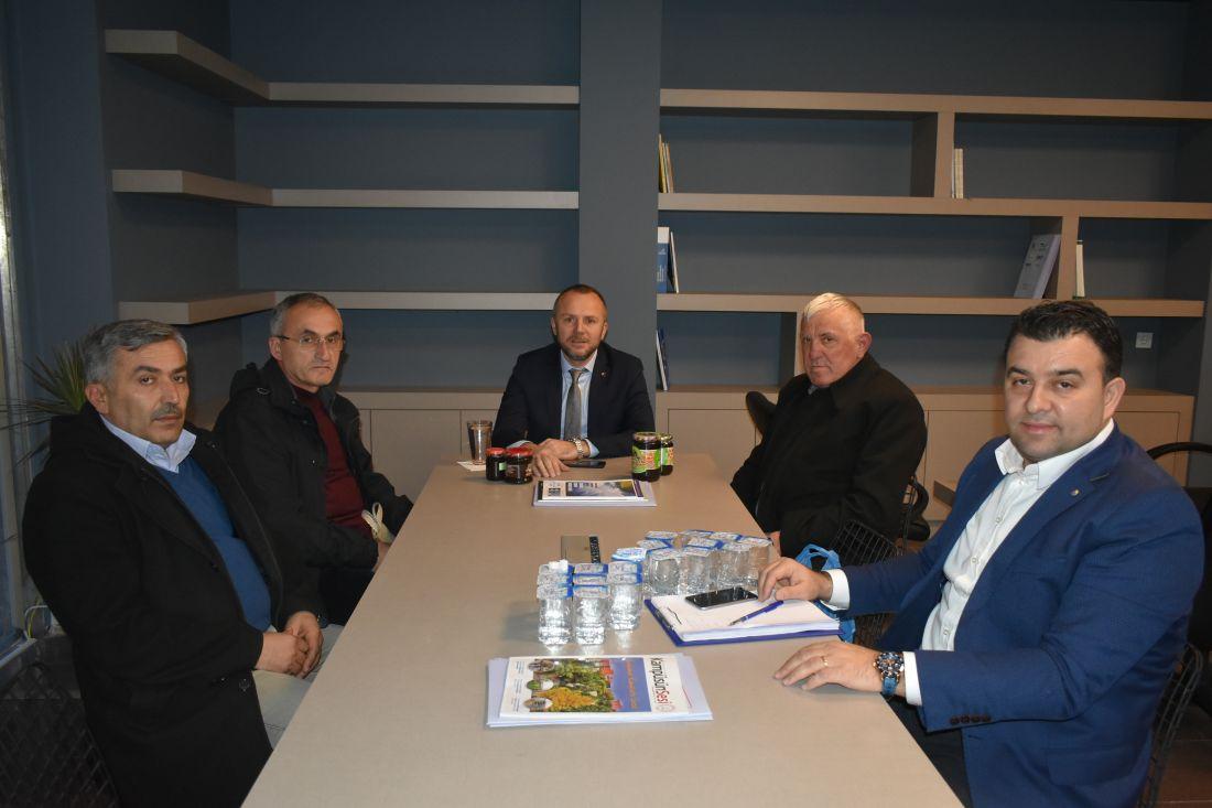 Zonguldak İli Arı Yetiştiricileri Birliği (ZAYBİR) Başkanı Abdurrahman Canlı Başkan Yardımcısı Muhammet Turgut ve Birlik Üyesi Ziyaettin Karaaslan Kdz.Ereğli Yönetim Kurulu Başkanı Arslan Keleş'i makamında ziyaret etti.
